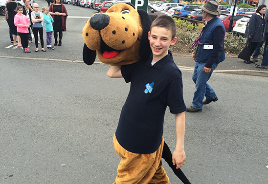 Teenager puts best foot forward by going the extra 200 miles to help pets in need